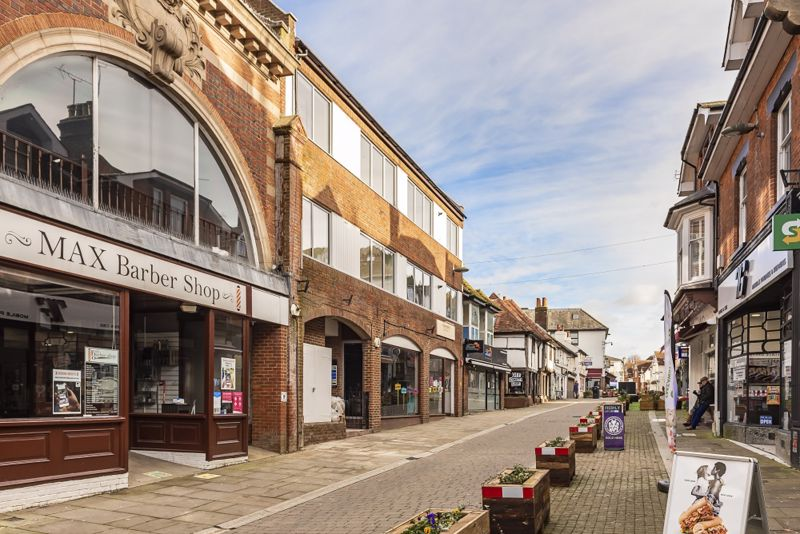 LEATHERHEAD TOWN CENTRE, KT22