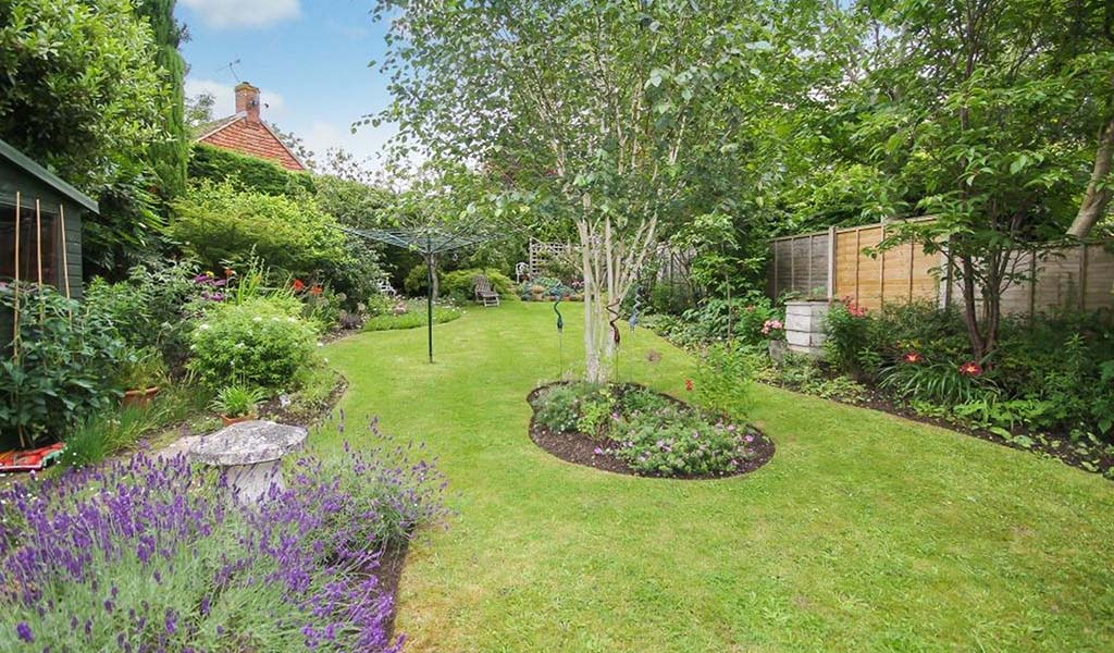 HOMES ON THE MARKET WITH BEAUTIFUL BRITISH GARDENS 4 Bookham