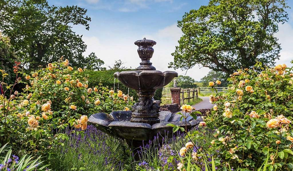 HOMES ON THE MARKET WITH BEAUTIFUL BRITISH GARDENS 3 Dorking