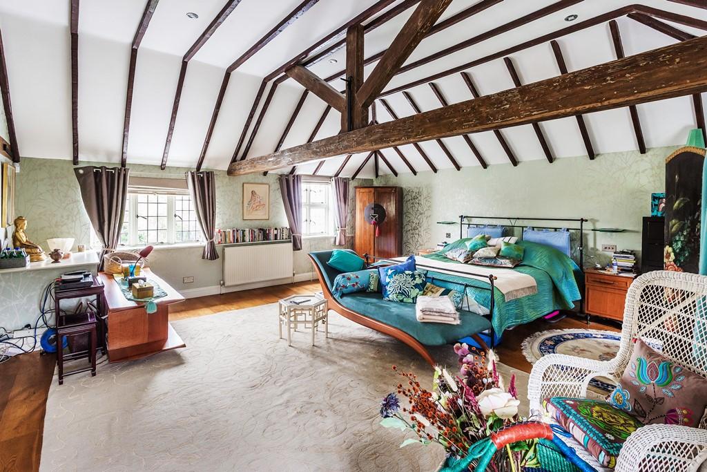 Patrick Gardner Old-Court-bedroom